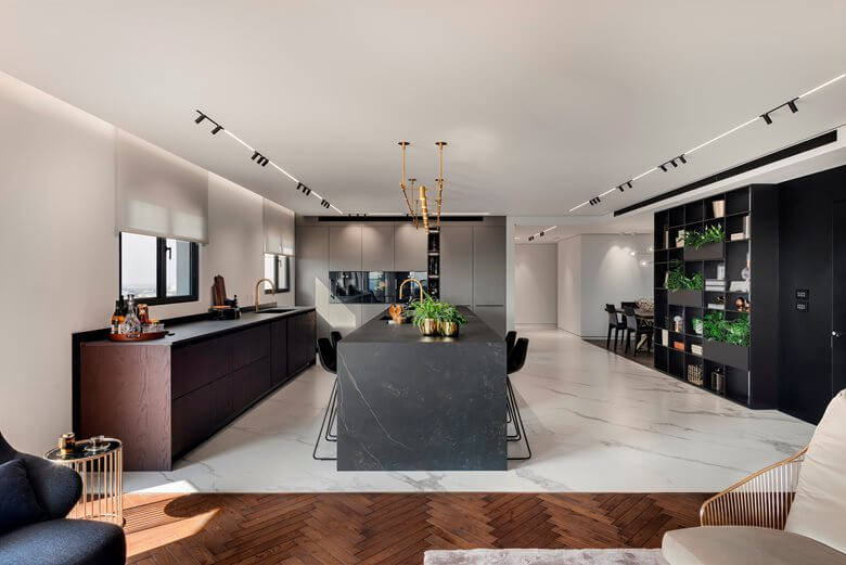 BIG SPACE KITCHEN ISLAND WITH SEATING